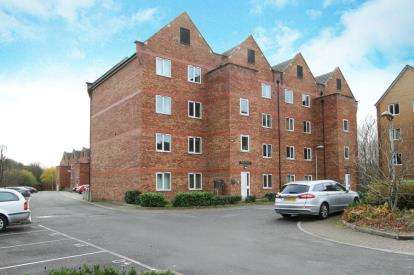 3 Bedrooms Flat for sale in Varley House, Tapton Lock Hill, Chesterfield, Derbyshire