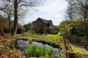 5 Bedrooms Detached House for sale in Woodland Way, Heathfield, East Sussex