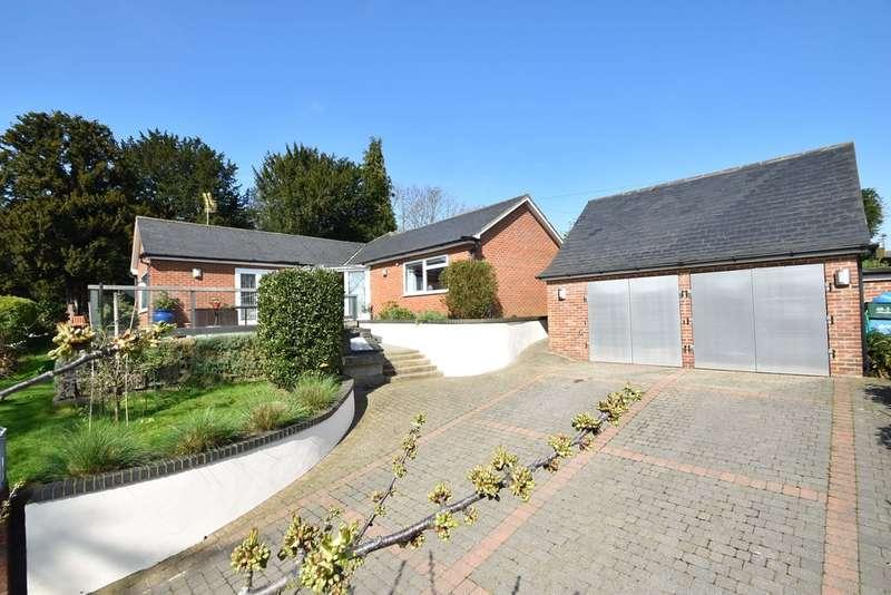 3 Bedrooms Detached Bungalow for sale in Half Acres, Bishop's Stortford