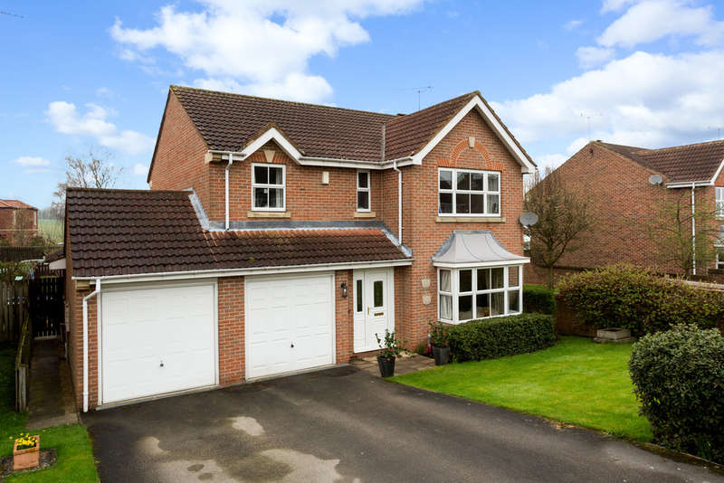 4 Bedrooms Detached House for sale in Church Crescent, Stutton, Tadcaster
