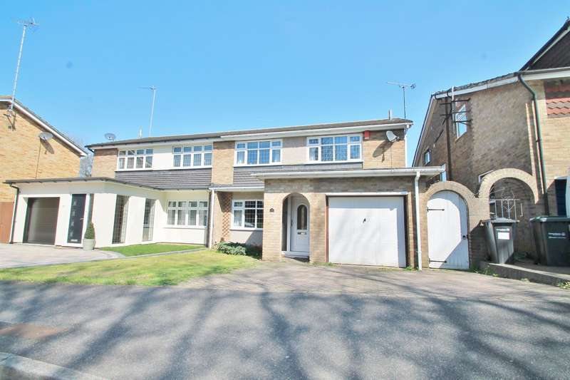 4 Bedrooms Semi Detached House for sale in Nickleby Road, DA12 4UQ