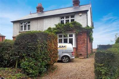 3 Bedrooms Semi Detached House for rent in Hawkhurst, Kent