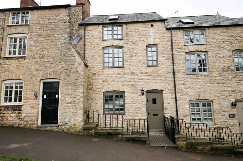 3 Bedrooms Terraced House for sale in London Road, Chipping Norton, Oxfordshire, OX7
