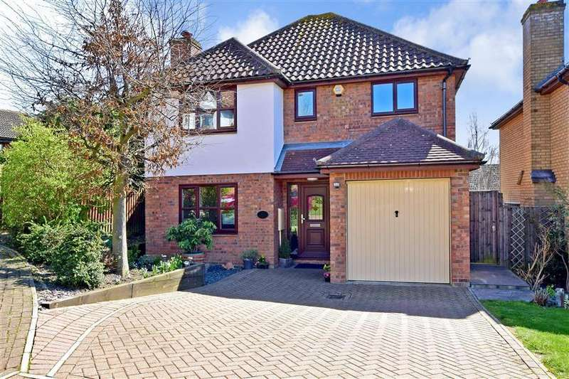 4 Bedrooms Detached House for sale in Mountview Close, Vange, Basildon, Essex