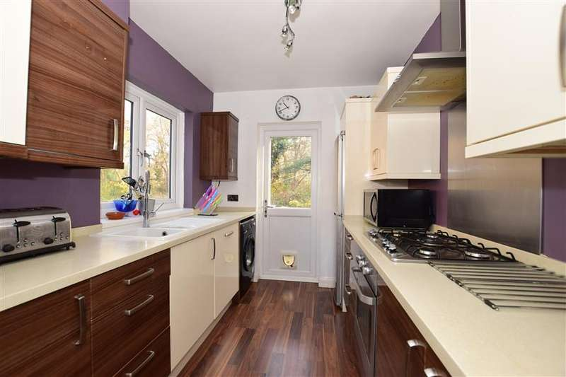 3 Bedrooms Semi Detached House for sale in Spring Vale, Bexleyheath, Kent