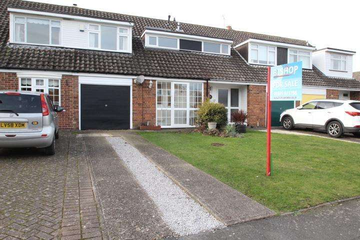 3 Bedrooms Terraced House for sale in Ladycroft Way, Farnborough, Kent, BR6 7BZ