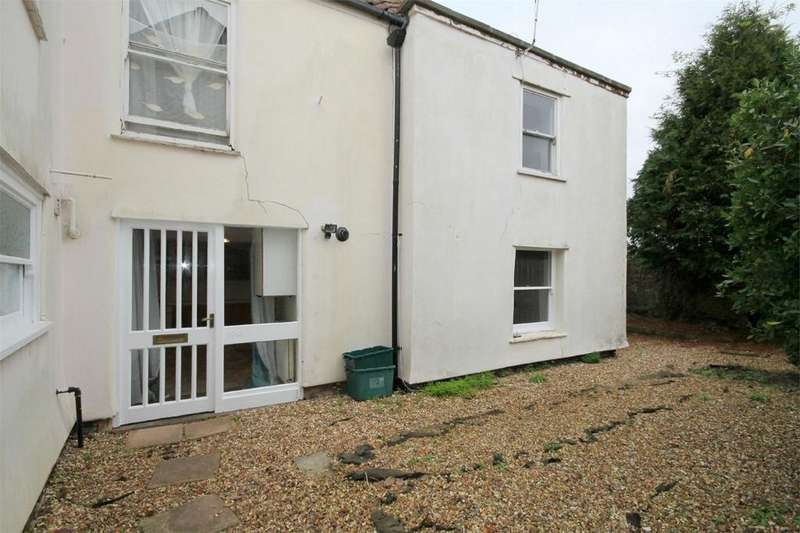 2 Bedrooms Maisonette Flat for sale in North Street, Downend, Bristol