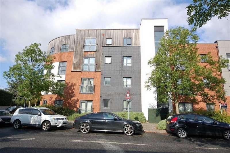 2 Bedrooms Flat for rent in Montmano Drive, West Didsbury, Manchester, M20