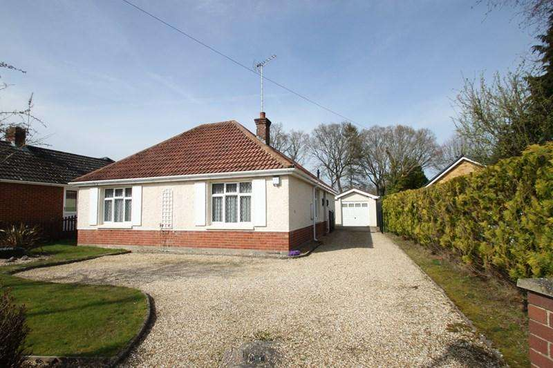 2 Bedrooms Detached Bungalow for sale in Lake Road, Verwood