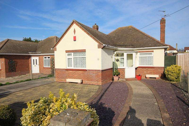 2 Bedrooms Detached Bungalow for sale in Mountview Road, Clacton-On-Sea
