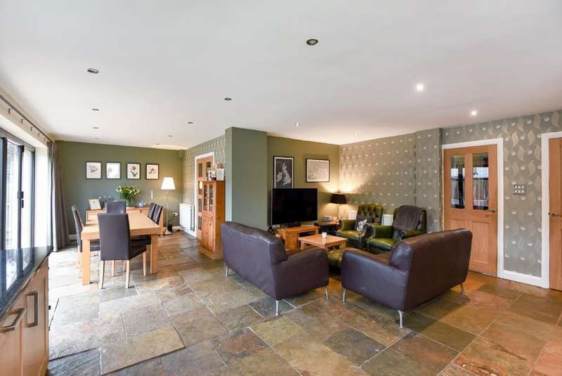 4 Bedrooms Detached House for sale in Hook Norton, Oxfordshire, OX15