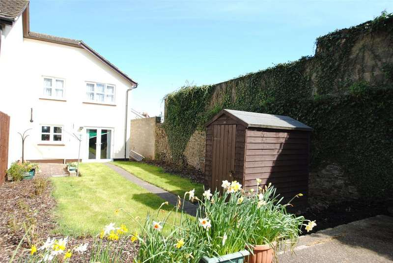 2 Bedrooms Terraced House for sale in High Street, Torrington