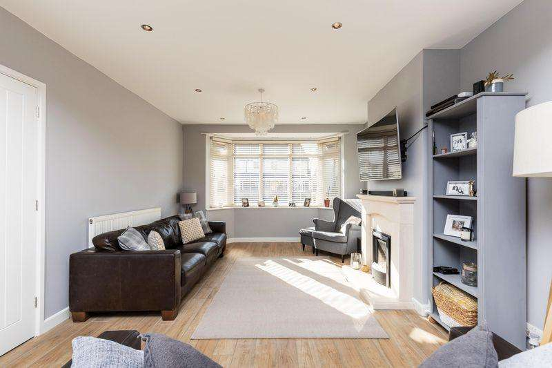 3 Bedrooms Terraced House for sale in Old Manor Way, Portsmouth