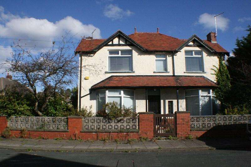 4 Bedrooms Detached House for sale in Derwent Avenue, Morecambe