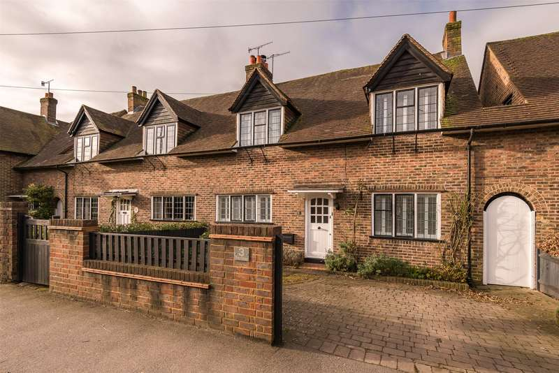 3 Bedrooms Semi Detached House for sale in The Close, Reigate, Surrey, RH2