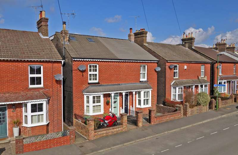 3 Bedrooms Semi Detached House for sale in Burford Road, Horsham RH13