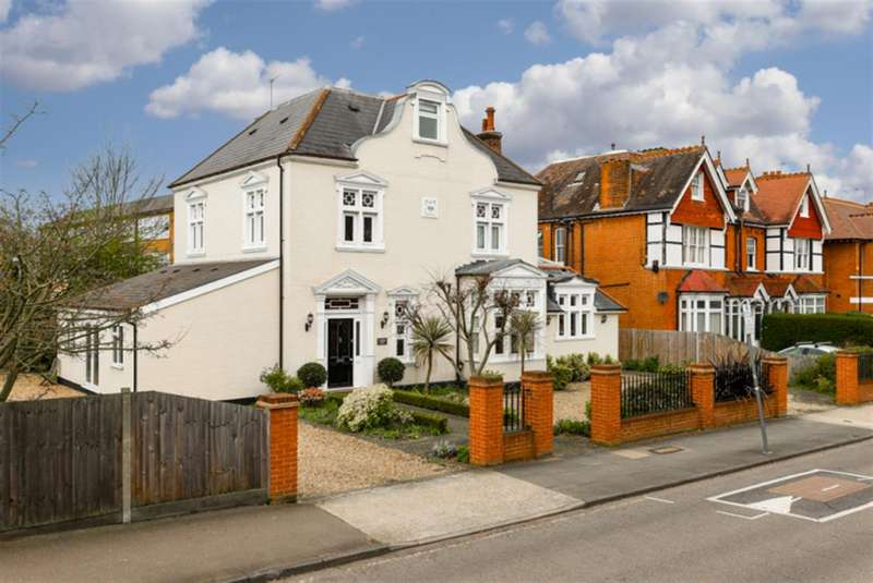 5 Bedrooms Detached House for rent in Cranes Park, Surbiton