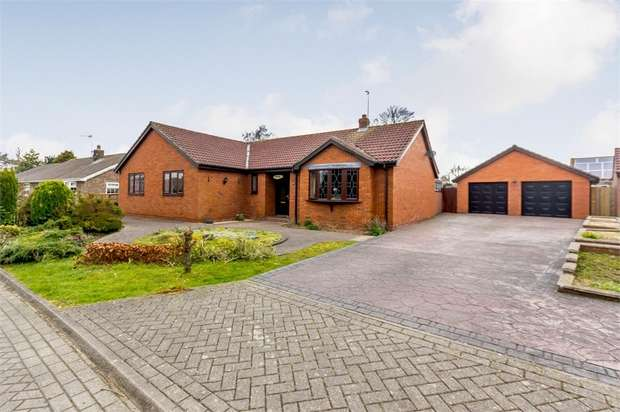 4 Bedrooms Detached Bungalow for sale in South Park, Roos, Hull, East Riding of Yorkshire