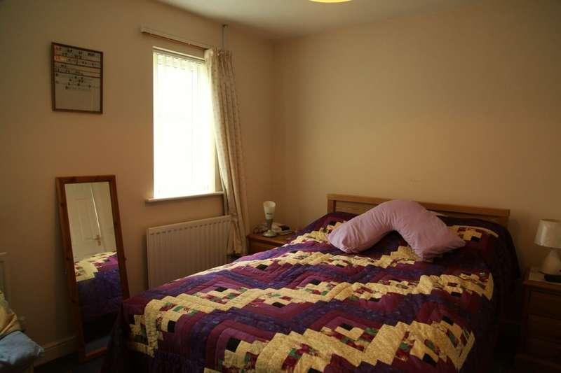 3 Bedrooms Detached Bungalow for sale in Houliston Avenue, Dumfries, DG2