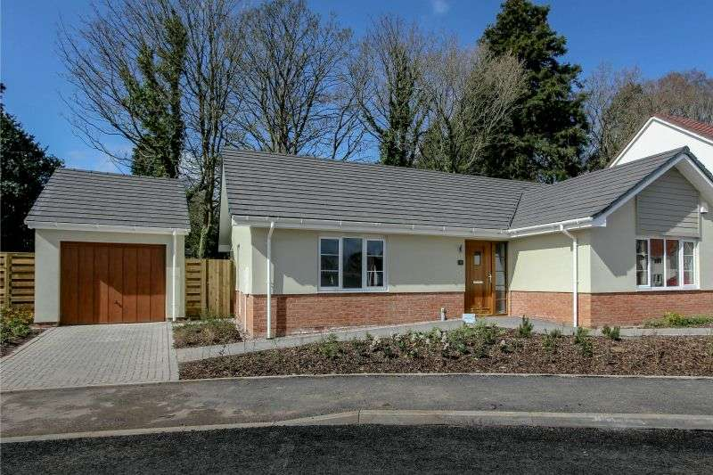 3 Bedrooms Detached Bungalow for sale in OAK TREE GARDENS, WEST HILL