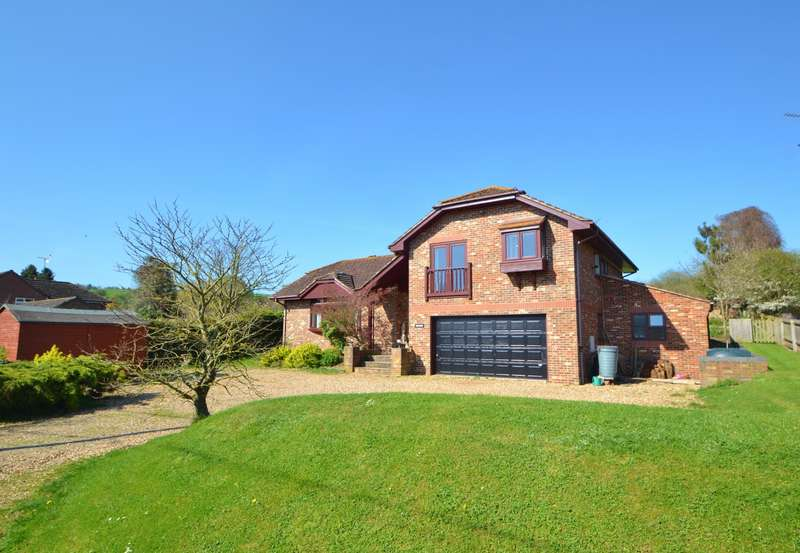 5 Bedrooms Detached House for sale in Woodfords