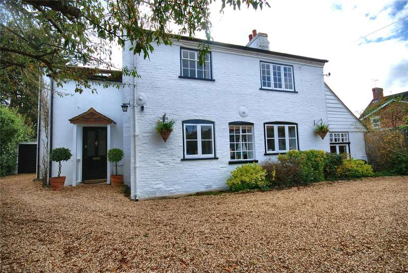 4 Bedrooms Detached House for sale in Ashford Road, Fordingbridge, Hampshire, SP6