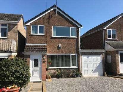 3 Bedrooms Detached House for sale in Moorfield Drive, Sidemoor, Bromsgrove, Worcs
