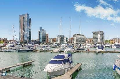 2 Bedrooms Flat for sale in Admirals Quay, Ocean Way, Southampton