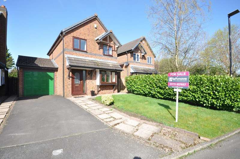 3 Bedrooms Detached House for sale in Bracken Drive, Freckleton, Preston, Lancashire, PR4 1TH