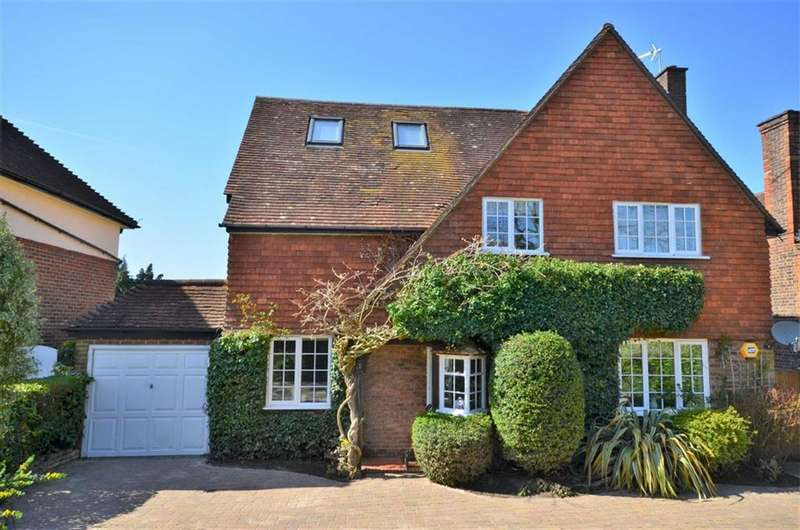 5 Bedrooms Detached House for sale in Menin Way, Farnham