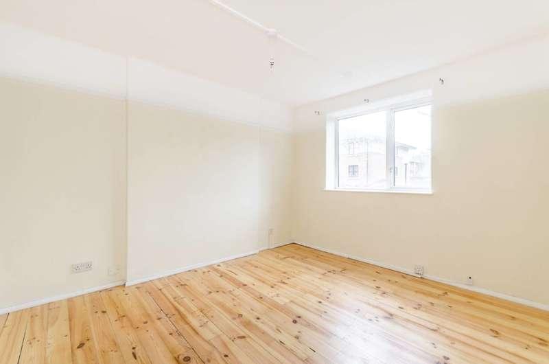 2 Bedrooms Flat for sale in Lee High Road, Blackheath, SE13