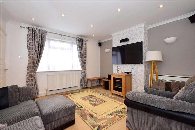 3 Bedrooms Semi Detached House for sale in The Chase, Tonbridge, Kent