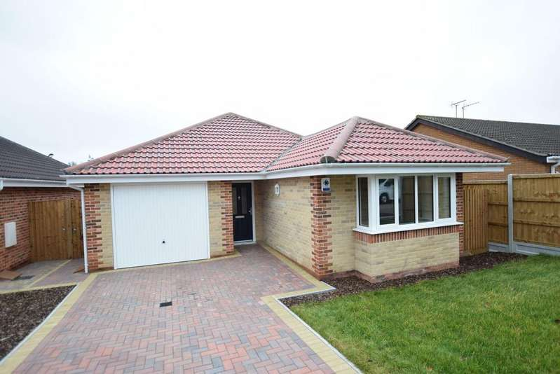 3 Bedrooms Detached Bungalow for sale in Dairy Meadow Gardens, Chamberlain Avenue, Walton on the Naze