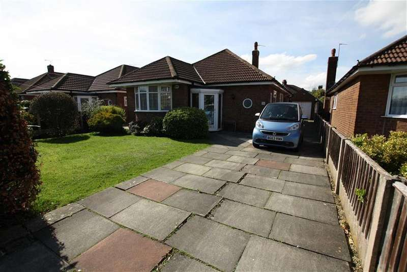 2 Bedrooms Detached Bungalow for sale in Wincham Road, Sale