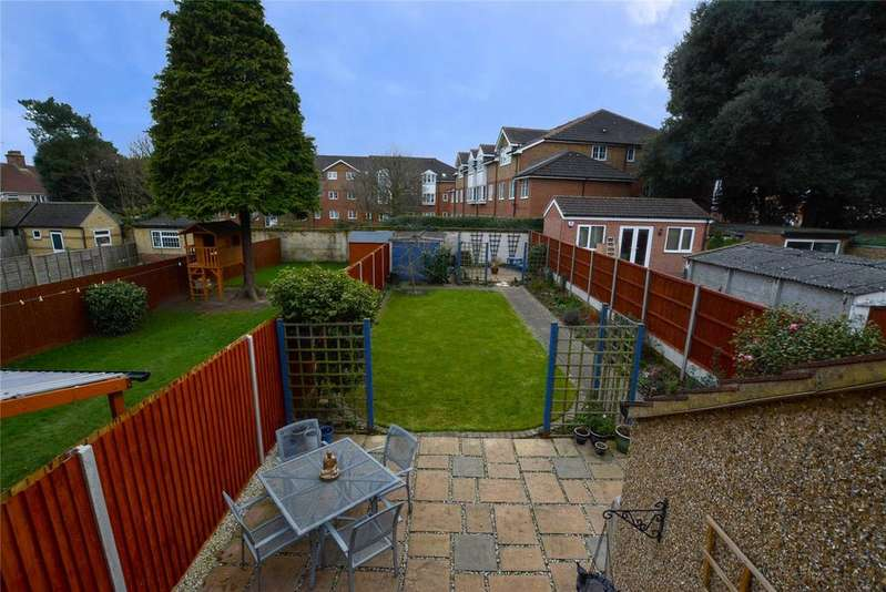 3 Bedrooms Semi Detached House for sale in Kelmscott Crescent, Watford, Hertfordshire, WD18