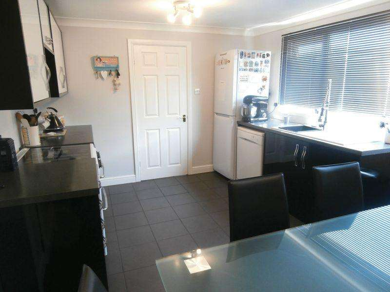 4 Bedrooms Terraced House for sale in Apollo Walk, Hull