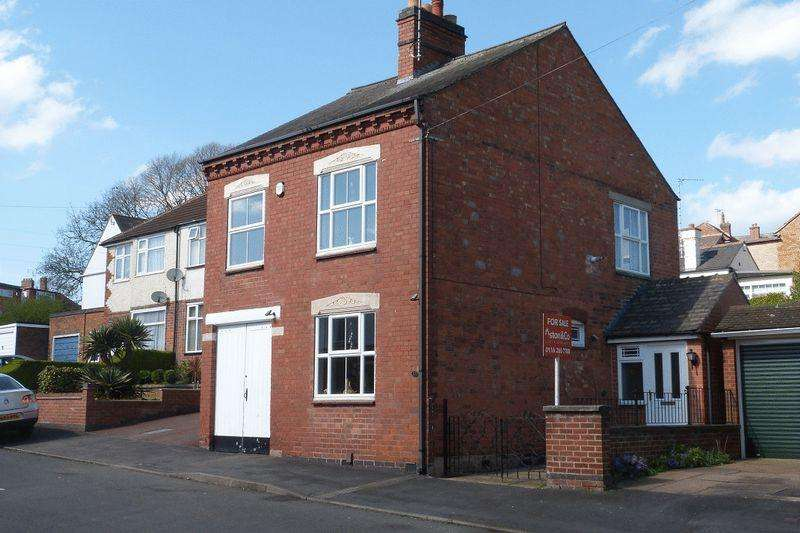 3 Bedrooms Detached House for sale in Freehold Road, Birstall