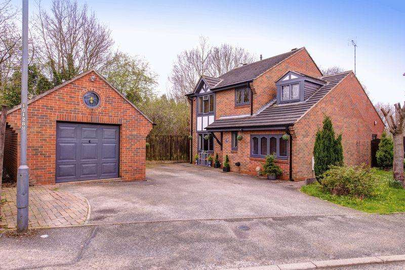 4 Bedrooms Detached House for sale in Alstonfield Drive, Allestree
