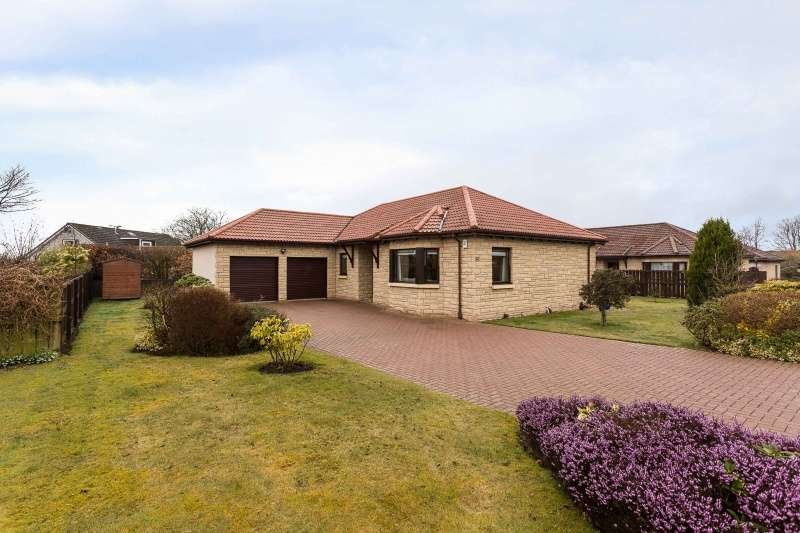 3 Bedrooms Bungalow for sale in Mart Lane, Northmuir, Kirriemuir, Angus, DD8 4TL
