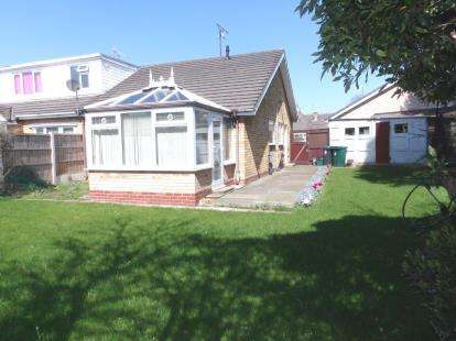 2 Bedrooms Bungalow for sale in Kennedy Close, Chester, Cheshire, CH2