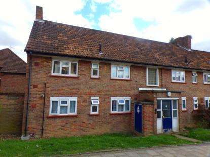 2 Bedrooms Flat for sale in Basing Way, Finchley, London, .