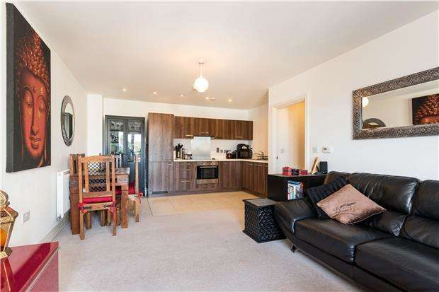 2 Bedrooms Flat for sale in Apsley House, Holford Way, LONDON, SW15