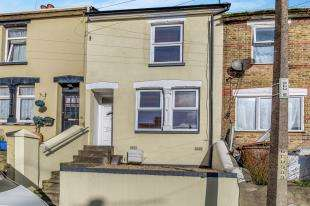 3 Bedrooms Terraced House for sale in Gordon Road, Chatham, Kent