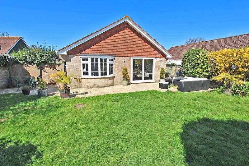 3 Bedrooms Detached Bungalow for sale in Turners Farm Crescent, Hordle, Lymington