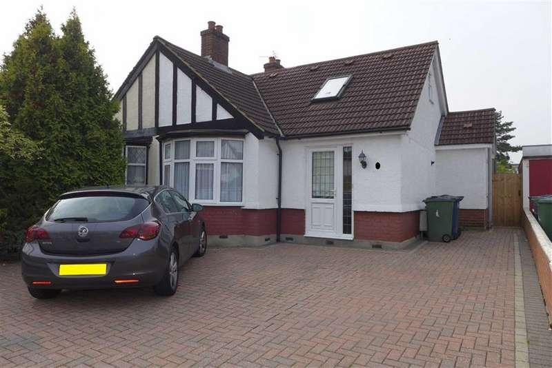 3 Bedrooms Semi Detached Bungalow for sale in Grasmere Gardens, Harrow Weald, Middlesex
