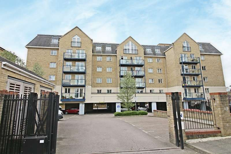 2 Bedrooms Flat for sale in Clarence Lodge, Taverners Way
