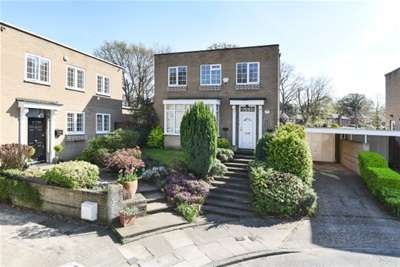 4 Bedrooms Detached House for rent in Kinnaird close, Bromley, BR1