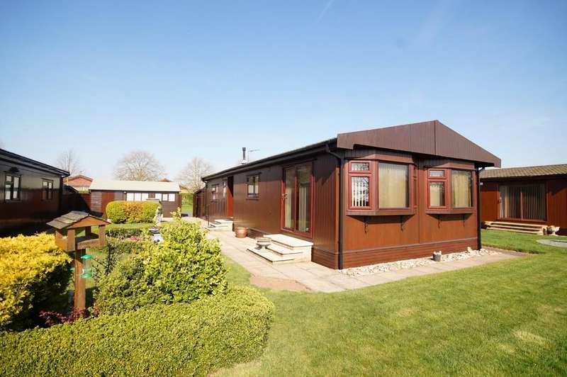 2 Bedrooms Park Home Mobile Home for sale in Mulberry Way, The Elms, Torksey