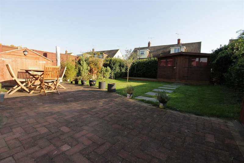 2 Bedrooms Chalet House for sale in Danesfield, Benfleet