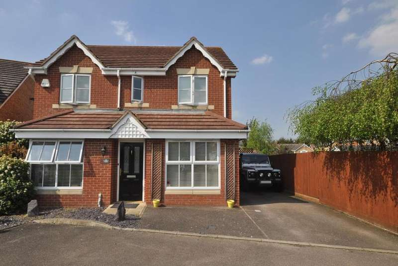4 Bedrooms Detached House for sale in Bancroft Chase, Hornchurch, Essex, RM12